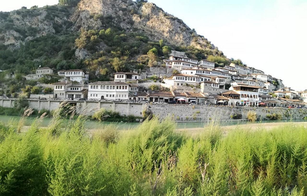 A Berat, la città dalle mille finestre
