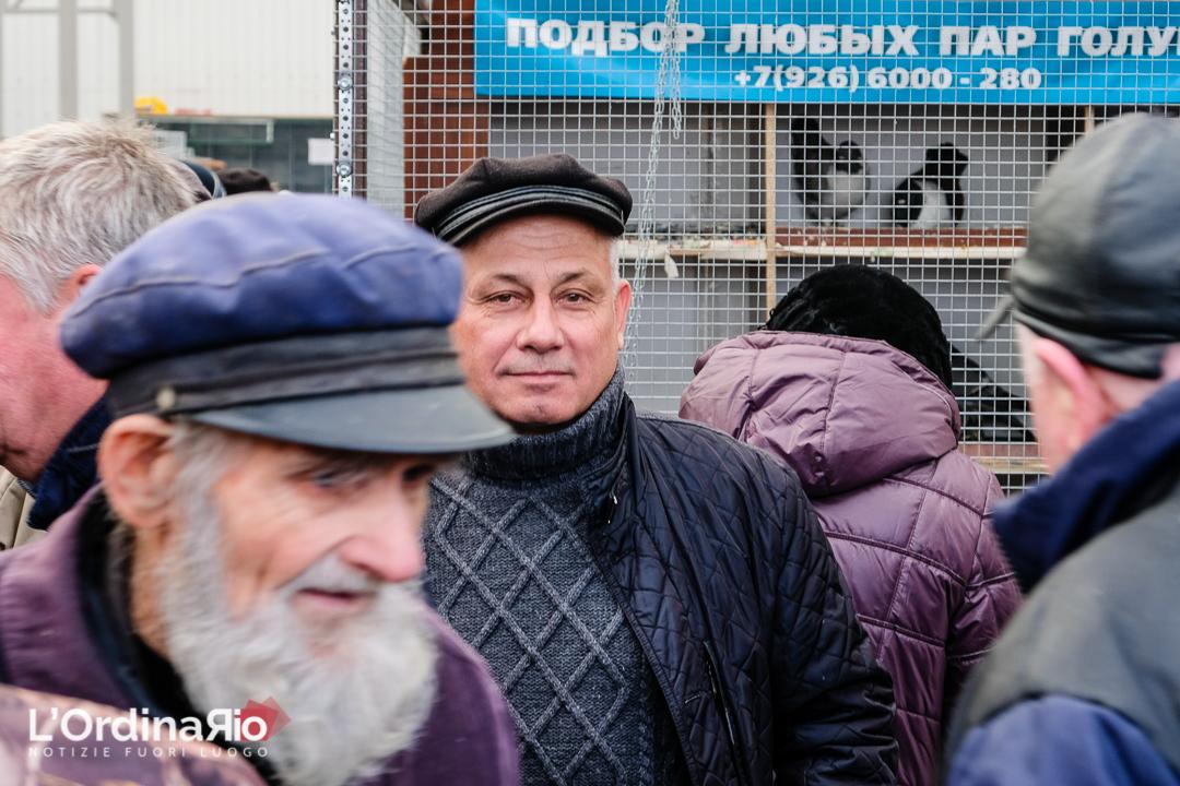 Viktor e Il Paradiso Dei Colombi, fiera-mercato a Mosca