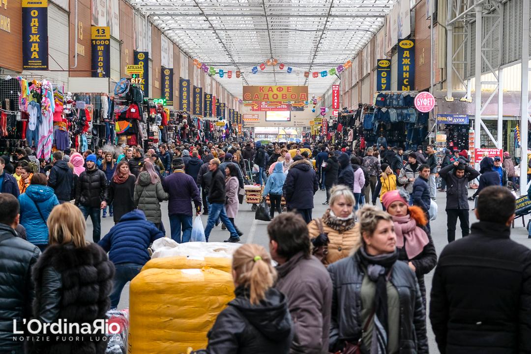 Il mercato di Sadovod a Mosca, il più grande di tutta la Russia