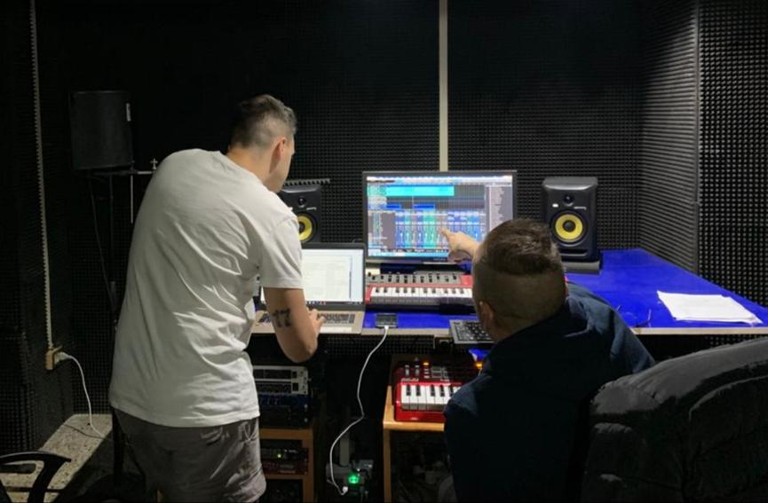 Vi portiamo a Genova, dentro la Nykisei Records: musica, imprenditoria e…un messaggio di Natale