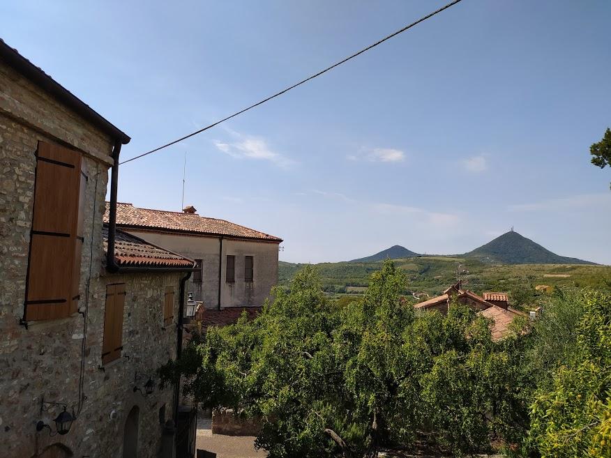 Emozioni d'Italia (8). Tra le vie e il verde di Arquà Petrarca, sulle orme del Poeta