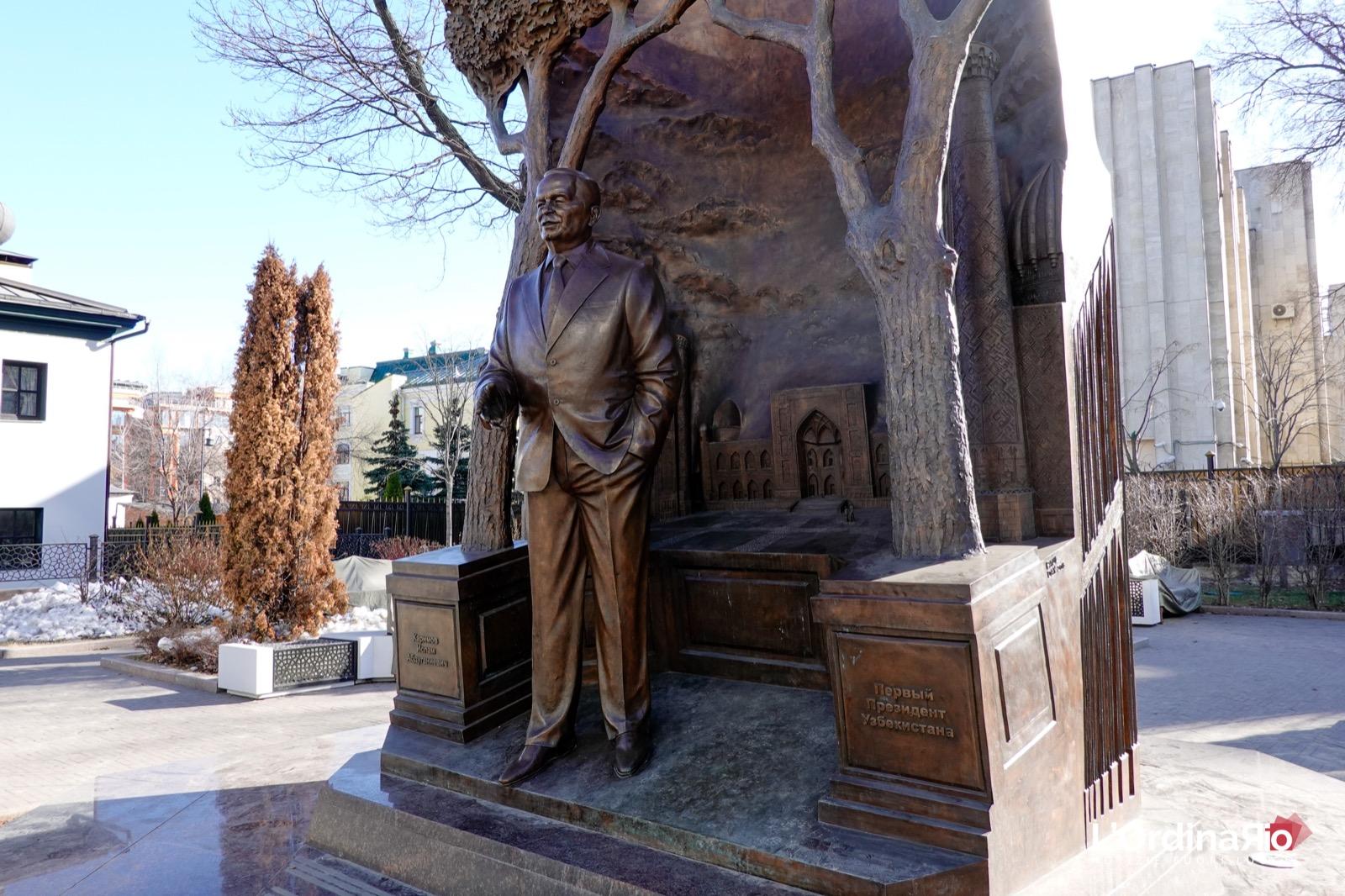 Il monumento a Islom Karimov