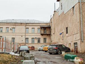 Corti interne di vecchie fabbriche