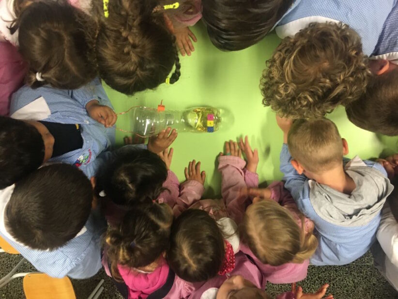 I bambini studiano le api