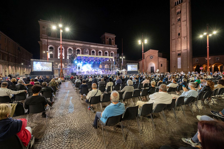 """A Forlì """"NOT(T)E DI RESPIRI"""", musica e spettacolo sposano la ricerca: sul palco Leo Gassman e l'orchestra """"Sharing Breath"""" diretta da Marco Sabiu"""